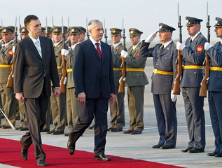 Montenegrin President Vujanovic and his Serbian counterpart Tadic review guard of honour in Podgorica