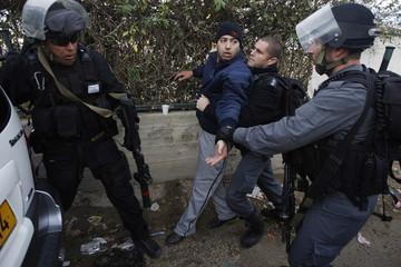 Israeli police officers detain Palestinian stone-thrower in Jabel Mukaber near Jerusalem