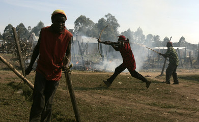 Members of Kisii tribe fight battle with Kalenjin tribe in Chepilat