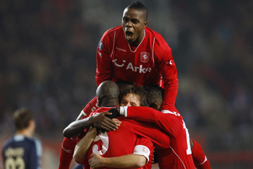 Twente Enschede's Elia and team mates celebrate a goal against Schalke 04 during the UEFA Cup soccer match in Enschede