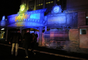 HARRY POTTER FANS ARRIVE AT ROME CINEMA FOR ITS GENERAL RELEASE.