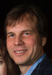 """Actor Bill Paxton star of the new action film """" Vertical Limit"""" pose at the film's premiere December.."""