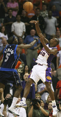 Phoenix Suns Leandro Barbosa shoots while being guarded by Dallas Mavericks Josh Howard during third quarter NBA basketball action in Phoenix