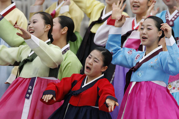 Dancers in traditional Hanbok perform before the inauguration of new President Lee Myung-bak at parliament in Seoul