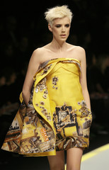 Model Agyness Deyn displays a creation as part of Versace Fall/Winter 2008/09 women's show during Milan Fashion Week