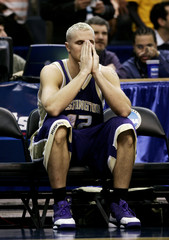 Jensen of University of Washington sits on bench as University of Connecticut wins in overtime at NCAA basketball regional semifinal in Washington