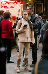 ANGELINA JOLIE AND GERARD BUTLER DURING FILMING OF TOMB RAIDER 2 INHONG KONG.