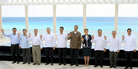 Mexican and Central Ameican leaders pose for group picture in Cancun