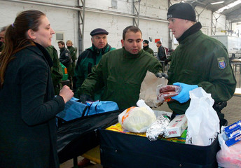 German policemen and veterinarians examine the luggage of travellers from Bosnia and Herzegovina in Frankfurt