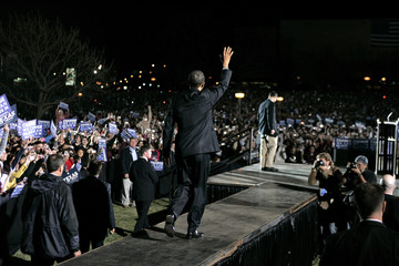 US Democratic presidential candidate Senator Barack Obama (D-IL) arrives at a rally in San Marcos, Texas