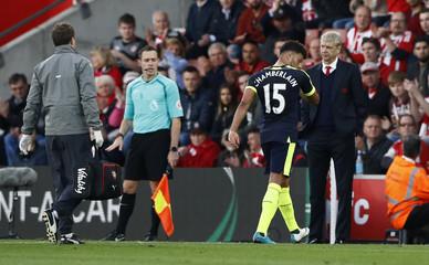 Arsenal manager Arsene Wenger as Alex Oxlade-Chamberlain goes off injured