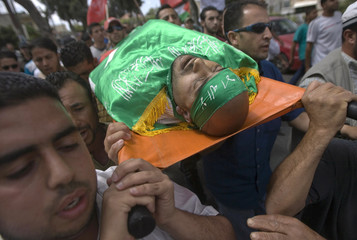 Palestinians carry the body of Aqel Srour in Ramallah