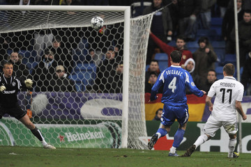 Real Madrid's Robben scores against Zenit St Petersburg during their Champions League soccer match in Madrid