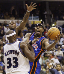 Knicks Quentin Richardson puts up his shot between Brendan Haywood and DeShawn Stevenson of the Wizards in Washington