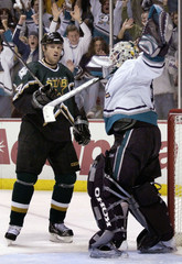 DUCKS GOALIE GIGUERE CELEBRATES SERIES WIN OVER STARS IN GAME 6.