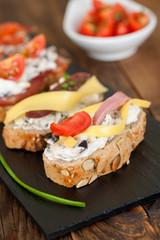 Ration assorted mini sandwiches