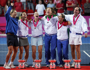 Italy's Garbin, Schiavone, Pennetta, Santangelo, Vinci and coach Barazzutti celebrate after defeating Belgium in final of the Federation Cup tennis tournament in Charleroi