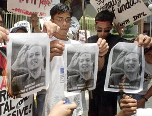 FILIPINO ACTIVISTS BURN PICTURES OF MALAYSIAN PRIME MINISTER MAHATHIRIN MANILA.
