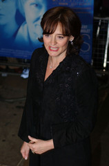 CHERIE BLAIR ARRIVES AT THE PREMIERE OF THE FILM 'IRIS'.