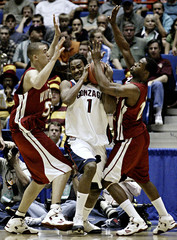 Gonzaga Bulldogs Ronny Turiaf guarded by Winthrop Eagles players in NCAA tournament.