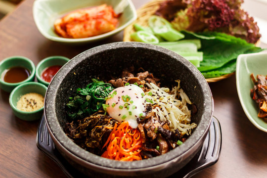 おしゃれな 韓国レストラン  おいしい 石焼きビビンバ  セット バルコニー席にて