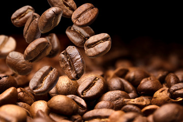 Photo sur Aluminium Café en grains Falling coffee beans. Dark background with copy space, close-up
