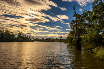 Sunset over Murray river in Mildura, Australia Fototapete