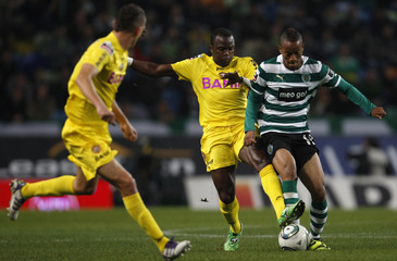 Sporting's Diaz fights for the ball with Nacional's Mateus and Mihelic during their Portuguese Premier League soccer match in Lisbon