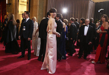 """Best Supporting Actress Nominee Hathaway for """"Les Miserables"""" arrives at the 85th Academy Awards in Hollywood"""