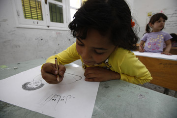 "Libyan girl draws picture depicting Libyan leader Gaddafi as a rat during a workshop of an association named ""Our Children Are With Rebels"" in Misrata"