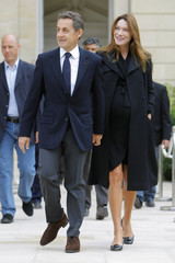 France's President Sarkozy and his wife Carla Bruni-Sarkozy walk in the gardens of the Elysee Palace in Paris during 28th edition of National Heritage Days