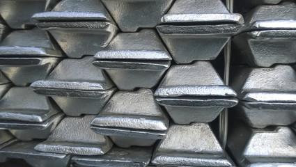 Aluminum ingots. Transportation of aluminum for export