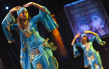 """Dancers from the folkloric music and dance group of the American University of Cairo perform during the International Festival of Folklore """"Ciudad de Burgos"""" in Burgos"""