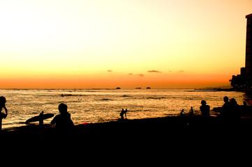 ワイキキビーチとワイキキビーチからのダイアモンドヘッド