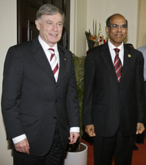 German President Koehler and RBI governor Subbarao pose in Mumbai