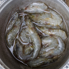 Raw shrimp in pot