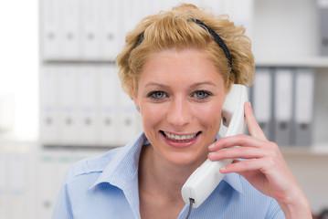 freundliche kundenberatung am telefon