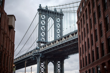 Acrylic Prints Narrow alley Brooklyn Bridge