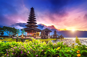 Printed kitchen splashbacks Indonesia pura ulun danu bratan temple in Bali, indonesia.