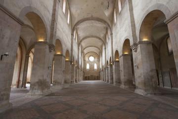 Basilika romanisches Kirchenschiff von Kloster Eberbach in Eltville am Rhein im  Rheingau Hessen  Deutschland
