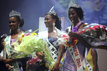 Most Beautiful Girl in Nigeria 2010 winner Fiona is flanked by the first and second runners-up after winning the title in the commercial capital Lagos
