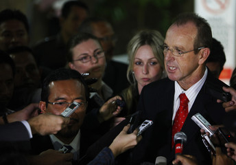 Australian Agriculture Minister Ludwig speaks to reporters next to his Indonesian counterpart Suswono in Jakarta
