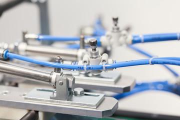 Pneumatic valve and piston