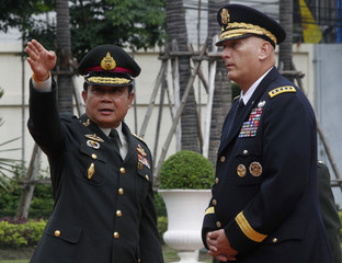 Chief of Staff of The U.S Army Gen. Odierno speaks with Chief of the Royal Thai Army Gen. Chan-ocha in Bangkok