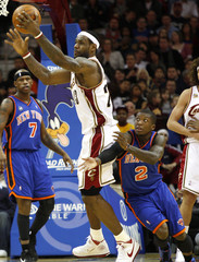 Cleveland Cavaliers LeBron James is guarded by New York Knicks Nate Robinson during the fourth quarter of their NBA basketball game in Cleveland