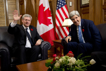 Canada's PM Harper and U.S. Secretary of State Kerry meet on Parliament Hill in Ottawa