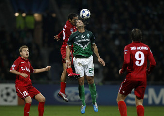 Werder Bremen's Pizarro competes for the ball with Twente Enschede's Rosales during their Champions League Group A soccer match in Bremen