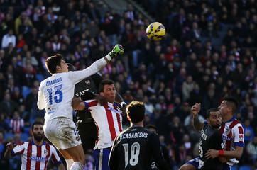 Levante's goalkeeper Marino makes a save past Atletico Madrid's Mandzukic during their Spanish first division soccer match at Vicente Calderon stadium in Madrid