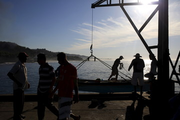 A fishing boat arrives at the fishermen dock in La Libertad