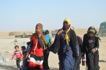 People displaced by violence from Islamic State militants, arrive at a military base in Ramadi